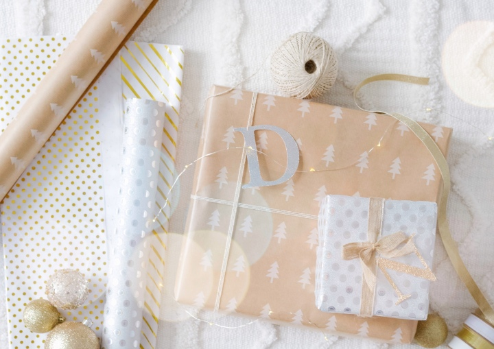 Simple Wrapping Paper & DIY Initial Name Tags